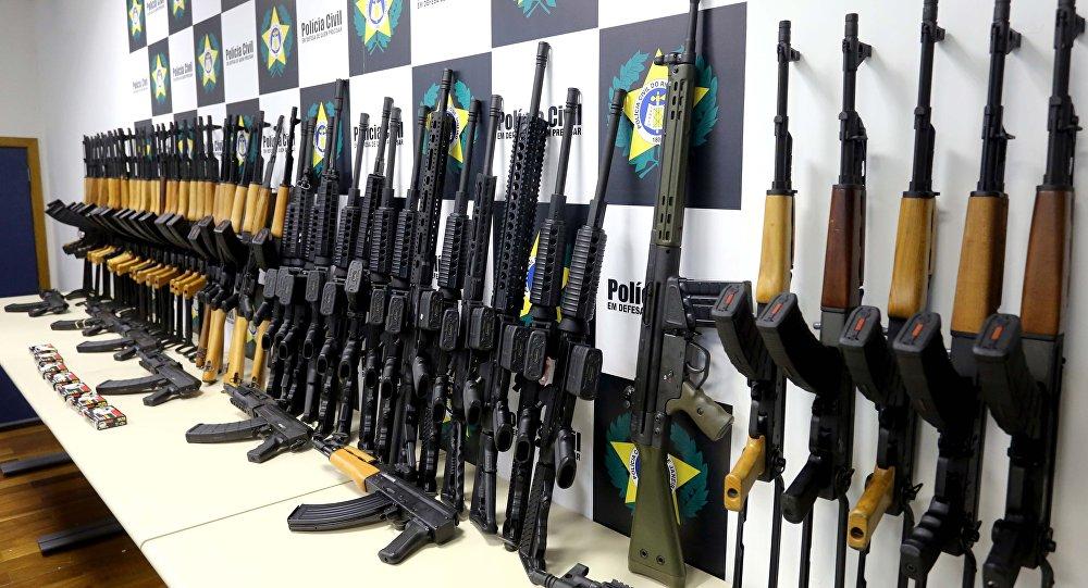 Polícia Civil apreende 60 fuzis de guerra no Aeroporto Internacional do Rio
