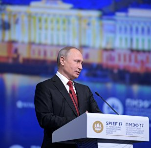 O presidente Vladimir Putin discursa no Fórum Econômico Internacional de São Petersburgo (SPIEF), 2 de junho de 2017