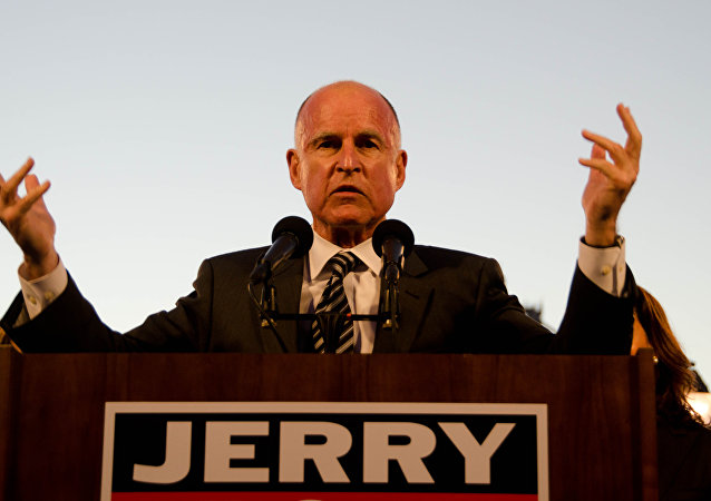"Jerry Brown Endorses Clinton: ""Only Path to Stop Trump"""