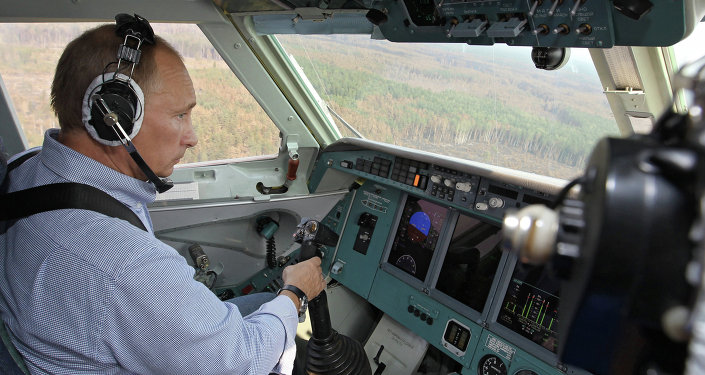 Vladimir Putin participa em combate contra incêndios florestais