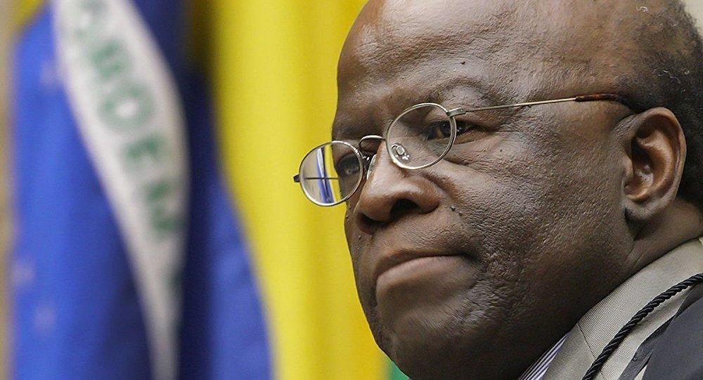 Ex-ministro Joaquim Barbosa diz que não vai comentar o caso