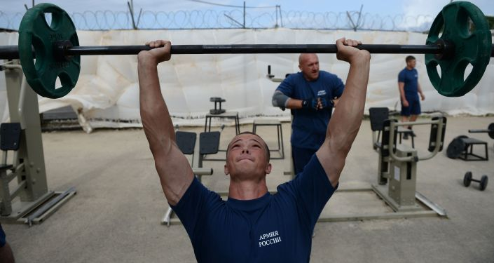 Militares russos treinam na academia da base aérea russa de Hmeymim, na Síria