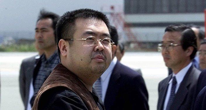 Kim Jong-nam, meio-irmão de Kim Jong-un, assassinado no Aeroporto Internacional de Kuala Lumpur em 13 de fevereiro