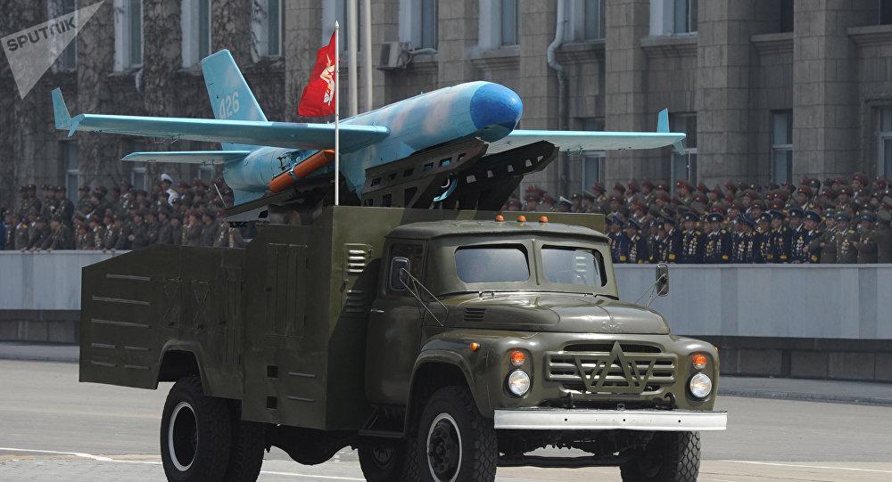 O caminhão Zil-130 que transporta um drone norte-coreano no desfile militar que marca o 100º aniversário do fundador da Coreia do Norte, Kim Il Sung, em Pyongyang. 15 de abril de 2012.