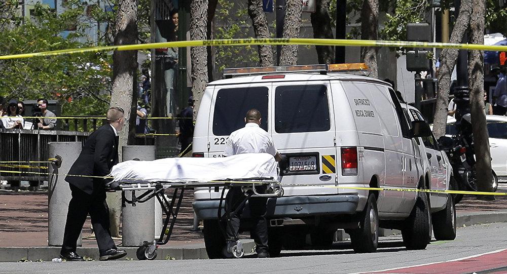 Peritos médicos recolhem vítimas de um tiroteio em São Francisco (Arquivo)