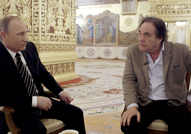 O presidente russo, Vladimir Putin e o cineasta estadunidense, Oliver Stone durante as gravações do especial The Putin Interviews