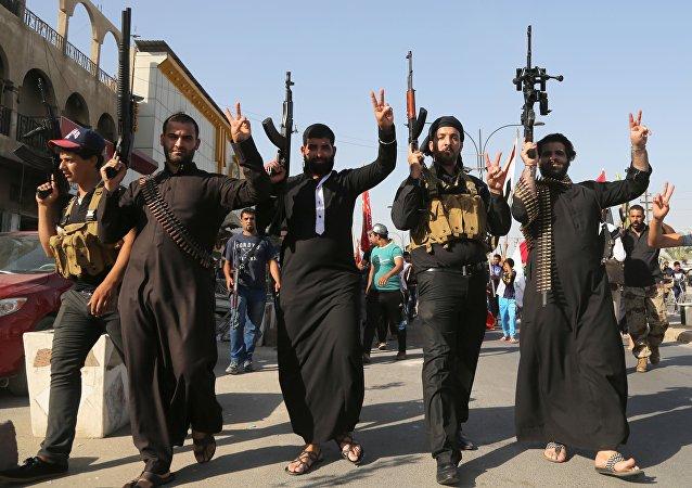 Militantes do grupo terrorista Daesh, o autodenominado Estado Islâmico