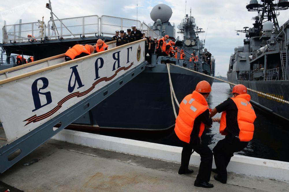 Cruzador Varyag no porto de Vladivostok