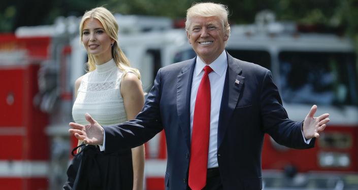 Presidente Trump com sua filha Ivanka, deixa Casa Branca para visitar base aérea de Andrews