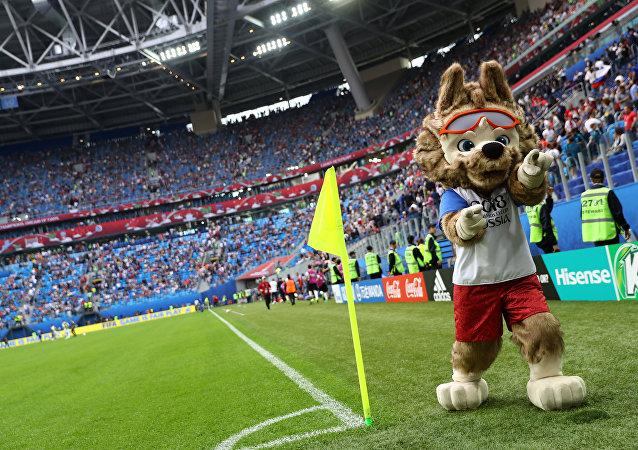 Mascote durante partida de abertura da Copa das Confederações 2017
