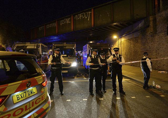 Polícia cerca área após carro atropelar várias pessoas em Finsbury Park, Londres (arquivo)