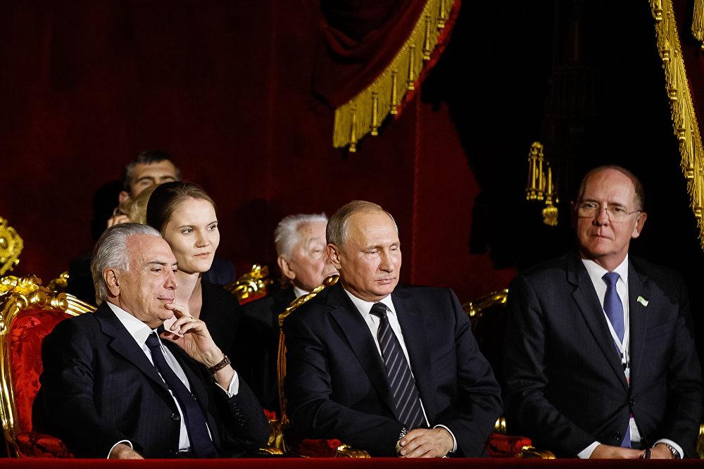 Temer e Putin assistem à apresentação no Balé Bolshoi em Moscou, na Rússia
