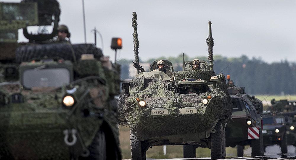 Tanques da OTAN na Letônia, perto da fronteira com a Rússia