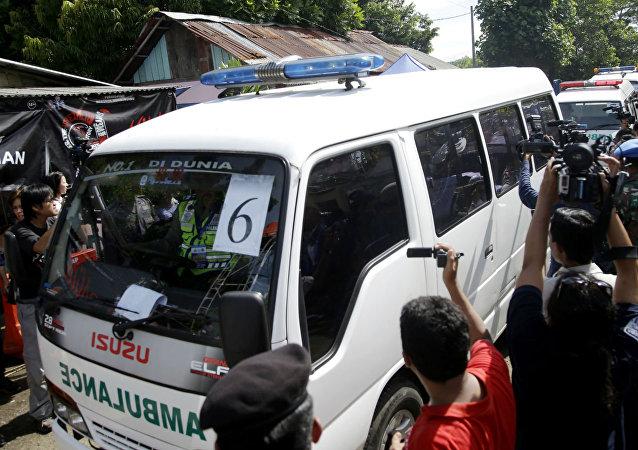 Chegada de caixões para o fuzilamento de estrangeiros na Indonésia.