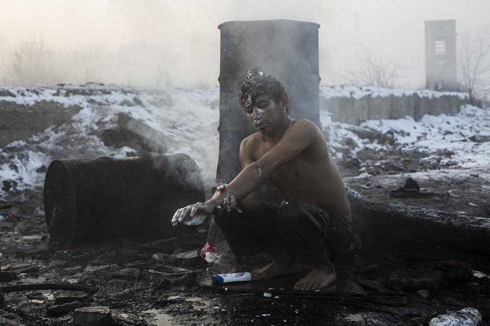 Refugiados em Belgrado, obra do fotógrafo espanhol Alejandro Martinez Vélez
