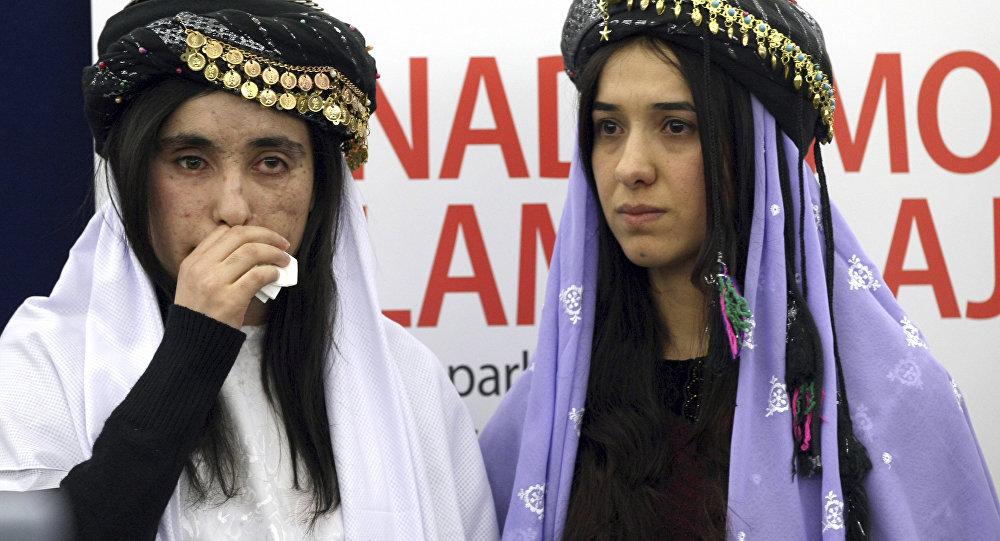 Nadia Murad e Lamiya Aji Bashar recebem o Prêmio Sakharov, em dezembro de 2016, voltado aos que defendem os direitos humanos e as liberdades fundamentais