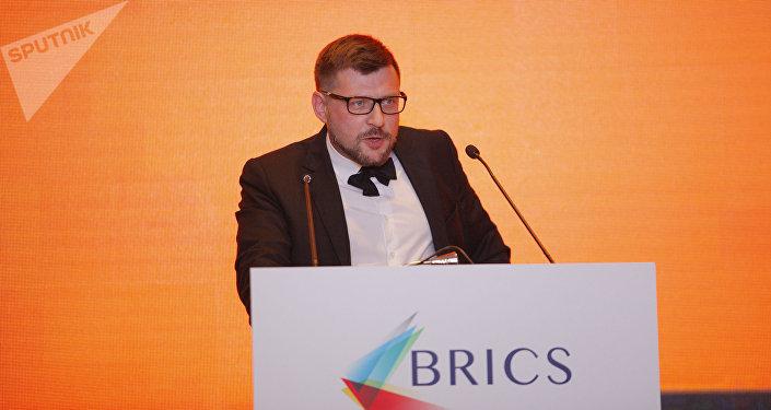 O primeiro vice-editor-chefe da Sputnik, Sergei Kochetkov, durante o fórum de mídia do grupo BRICS, em Xangai