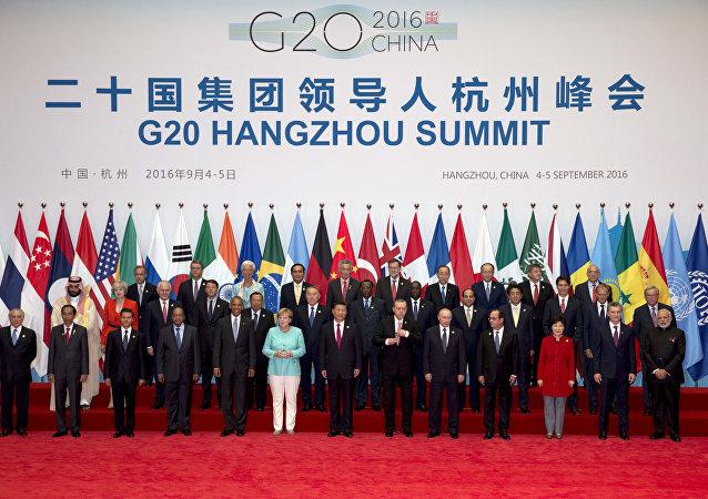 Na última foto oficial do G20 na China em 2016, Temer, último à esquerda, quase não sai na foto