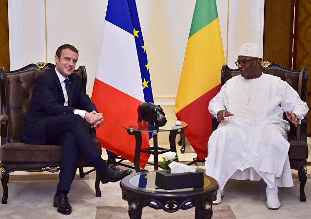 Macron com o presidente do Mali, Ibrahim Boubacar Keita