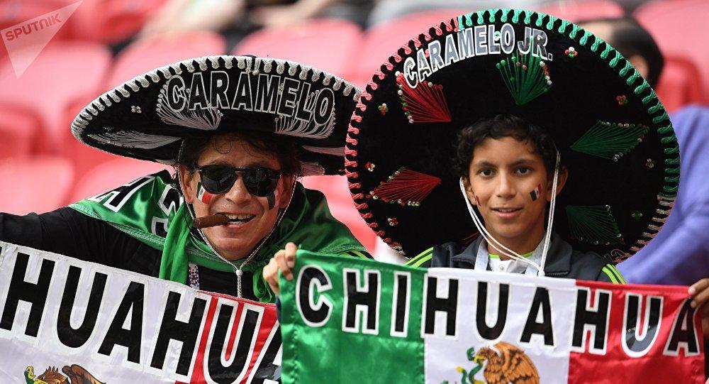 Torcedores mexicanos durante a partida entre a Rússia e o México na Copa das Confederações 2017