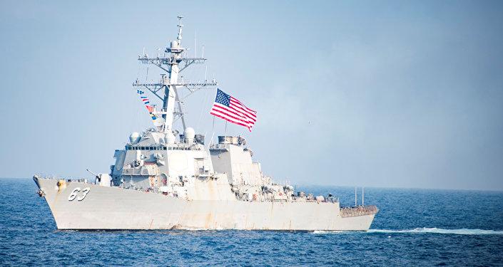 O destróier norte-americano USS Stethem da classe Arleigh Burke ultrapassando águas da península Coreana durante os treinamentos conjuntos com a Coreia do Sul, em 22 de março de 2017