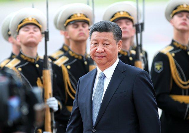 Xi Jinping após pousar em Moscou, em 4 de julho de 2017