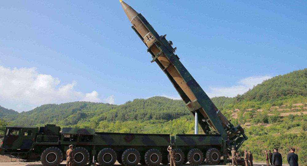 Imagem do Hwasong-14, míssil que a Coreia do Norte afirma ser de longo alcance (intercontinental), em teste realizado em 4 de julho de 2017