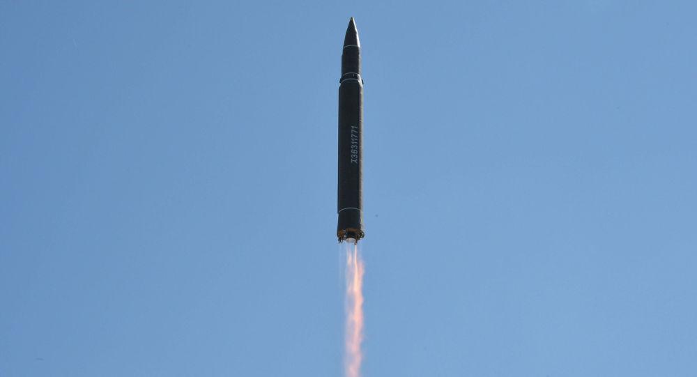 Míssil norte-coreano Hwasong-14 (arquivo)