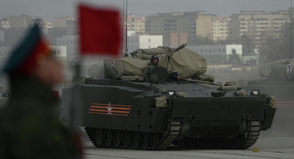 Kurganets-25 no campo de treinamento militar de Alabino