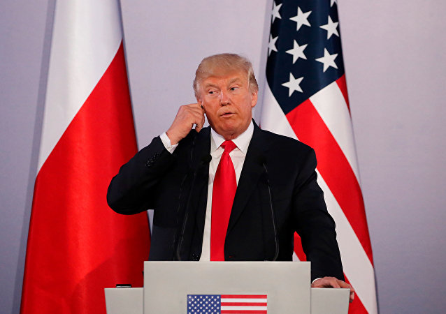 Presidente dos EUA, Donald Trump, durante uma coletiva de imprensa conjunta com o presidente da Polônia, Andrzej Duda, em Varsóvia, em 6 de julho de 2017