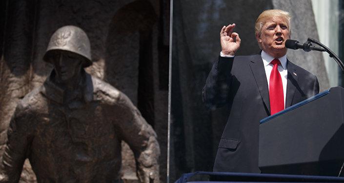 Presidente dos EUA, Donald Trump, discursa na praça Krasinski, em Varsóvia