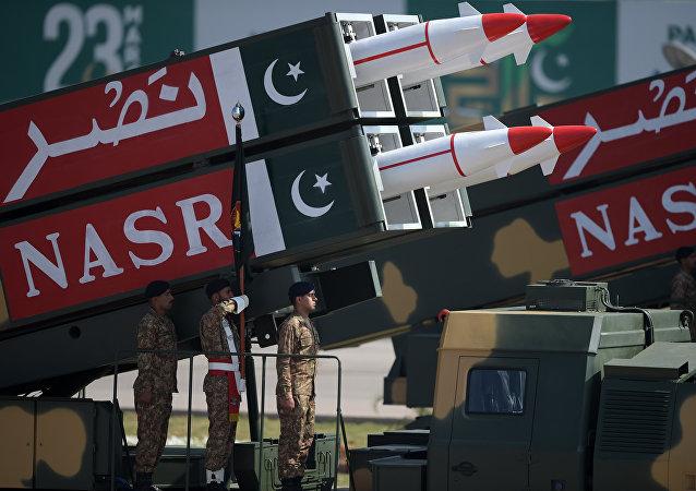 Míssil balístico paquistanês Nasr durante uma parada militar em 23 de março de 2017