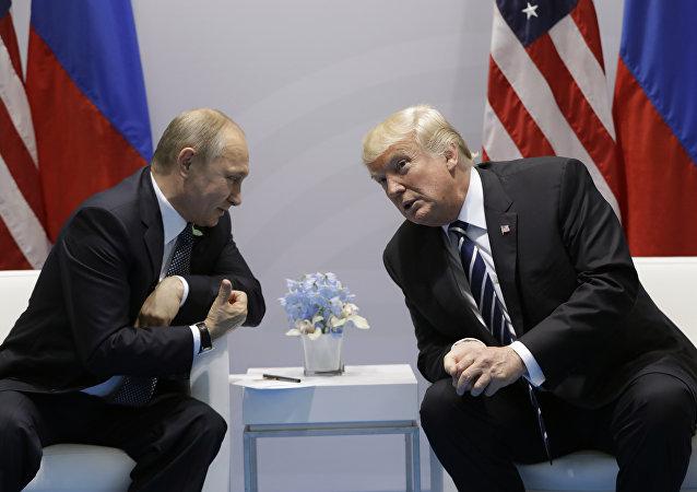 Vladimir Putin e Donald Trump se reúnem pela primeira vez na cúpula do G20