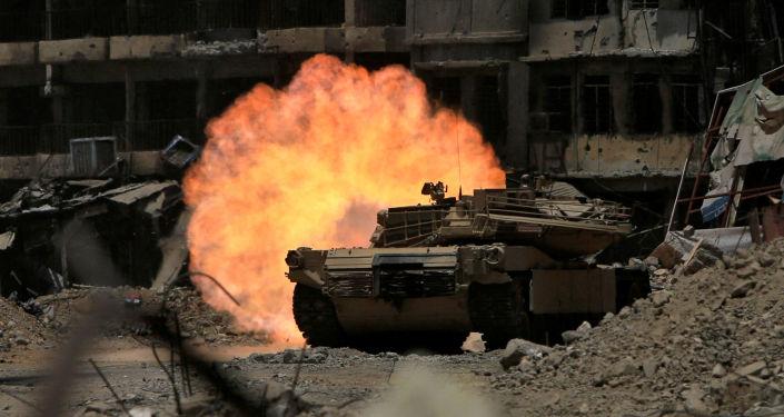 Tanques do exército iraquiano atacam terroristas em Mossul