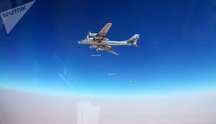 Tu-95MS russos disparam mísseis Kh-101 contra posições de terroristas na Síria