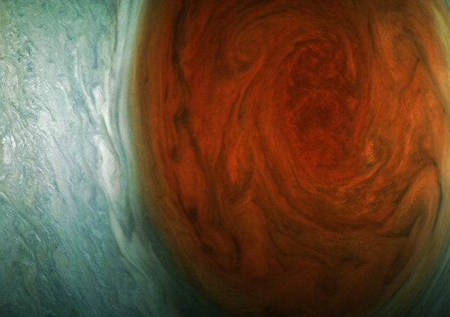 Fotografia da Grande Mancha Vermelha de Júpiter (em cores)