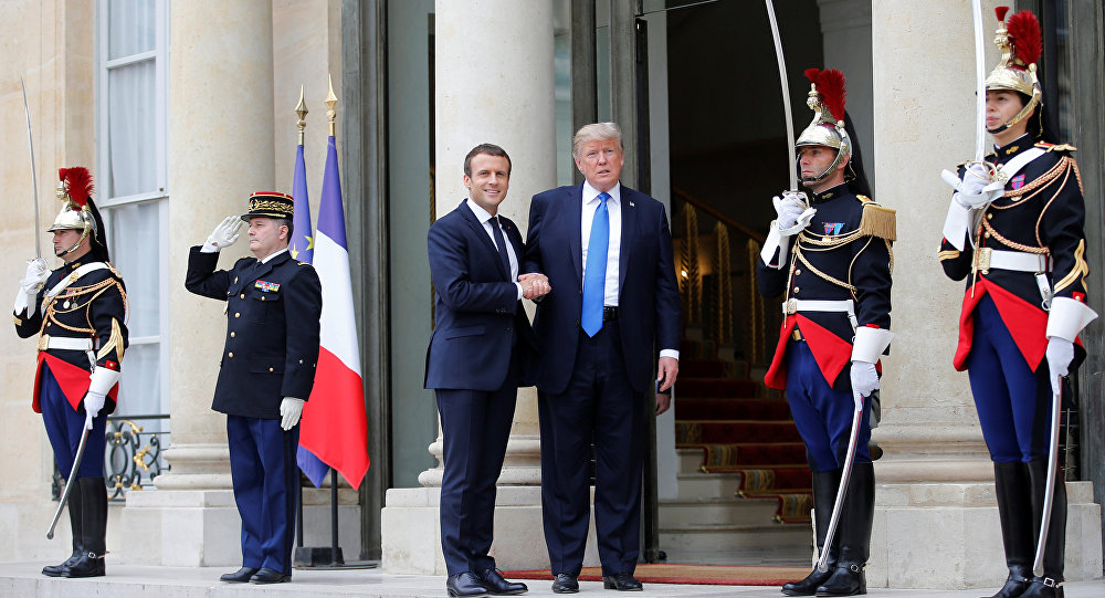 Presidente da França, Emmanuel Macron, recebe o presidente dos EUA, Donald Trump, em Paris. 13 de julho, 2017