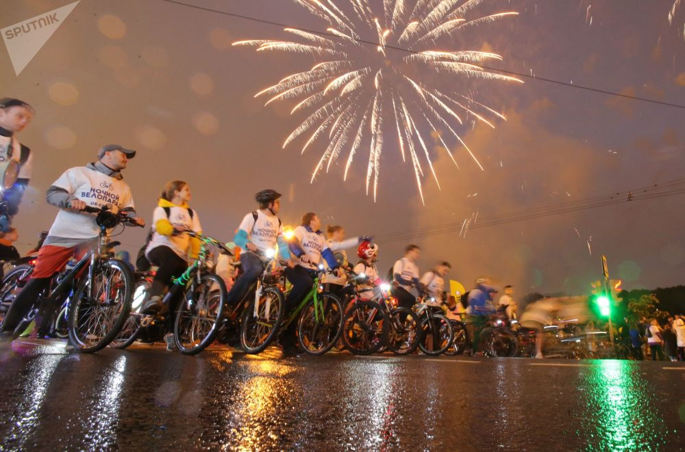 Terceira parada noturna de bicicletas em Moscou
