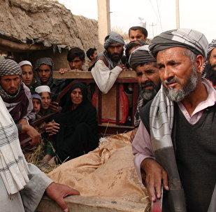 Após ataque em Kunduz - crianças mortos estão cobertos (arquivo)