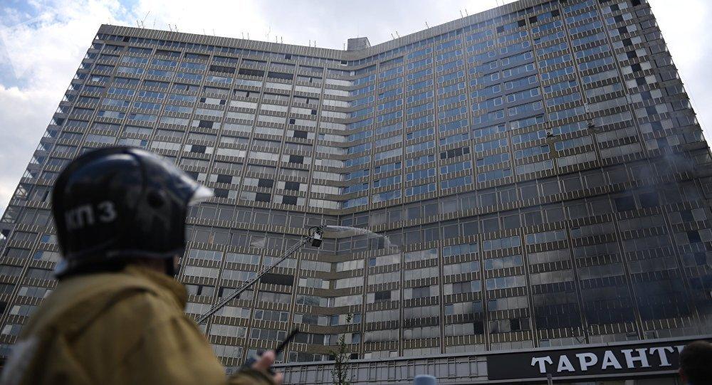Incêndio atinge prédio no centro de Moscou