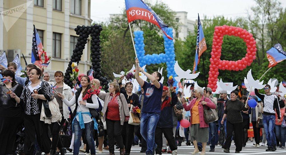 Comemoração do Dia da República em Donetsk