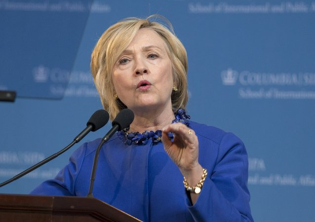 Hillary Clinton, pré-candidata à presidência dos EUA, em discurso na Universidade de Columbia