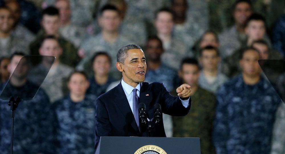 Barack Obama fala com militares e seus parentes em 15 de dezembro de 2014, na Base McGuire-Dix-Lakehurst, em Wrightstown, EUA