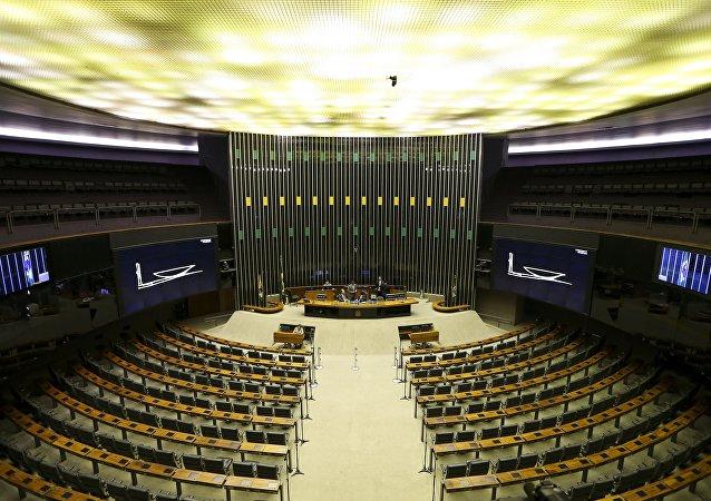 O Plenário da Câmara vazio, um dia antes do recesso