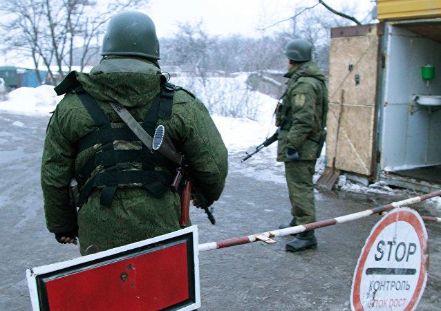 Posto de controle entre Ucrânia e Donbass (foto de arquivo)