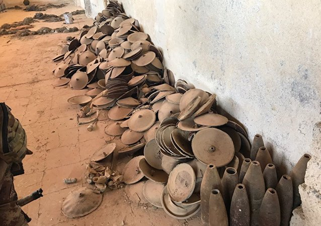 Armamentos e munições achadas em Mossul pelas forças antiterroristas do Iraque