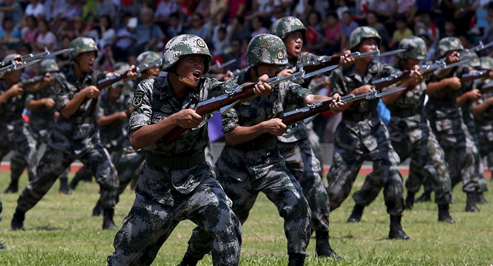 Militares chineses durante treinamentos, foto de arquivo