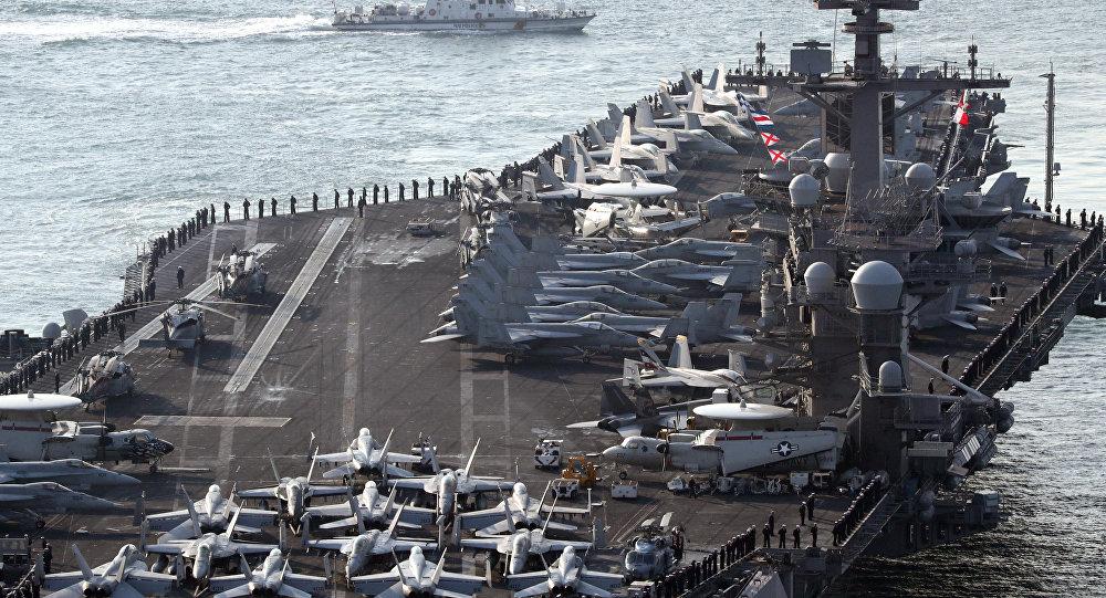 O porta-aviões nuclear norte-americano USS Carl Vinson da classe Nimitz foi construído em 1975. Foi lançado à água em 1980 e comissionado dois anos depois. O navio foi nomeado em homenagem a um senador do estado da Geórgia, para assinalar sua contribuição para a Marinha dos EUA. Desde 2009, se tornou o navio-almirante do grupo 1 de ataque de porta-aviões (Carrier Strike Group 1) da Marinha dos EUA. Além das suas operações numerosas, o porta-aviões também figurou em 2001 no filme Atrás das Linhas Inimigas, realizado por Owen Wilson e Gene Hackman