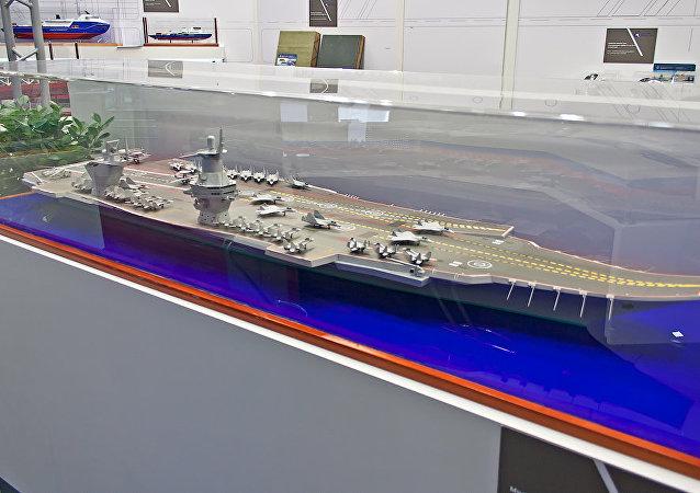 Modelo reduzido do novo porta-aviões russo Shtorm