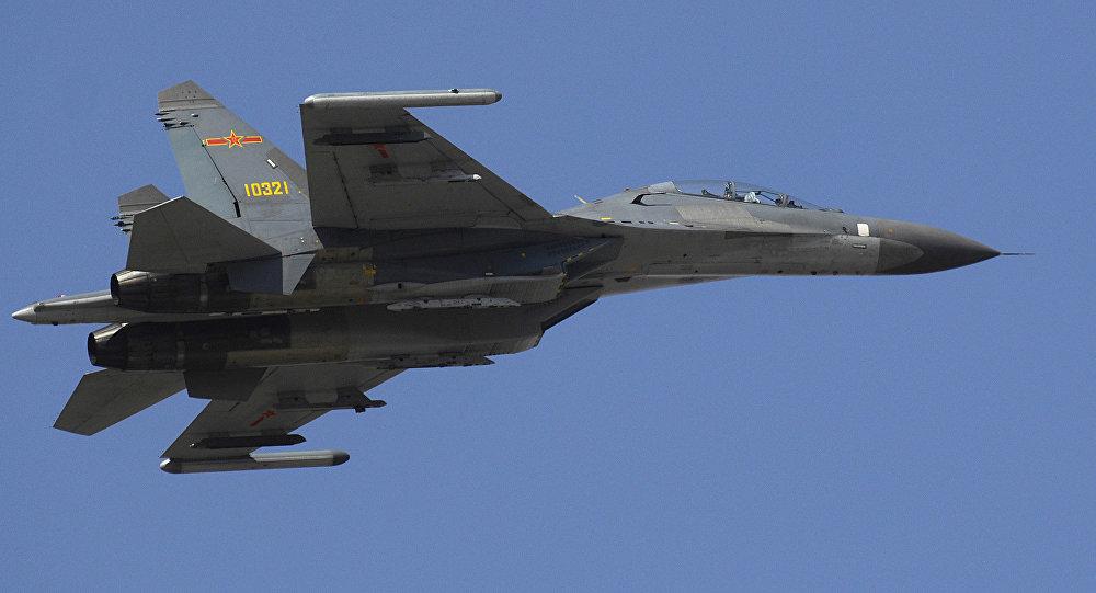 Jato chinês J-11.